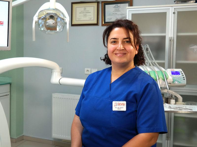 Dentist Esin ALP AKSÜT
